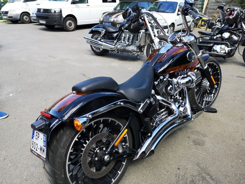 peinture harley davidson bordeaux breakout 2017 candy marbr bi ton. Black Bedroom Furniture Sets. Home Design Ideas